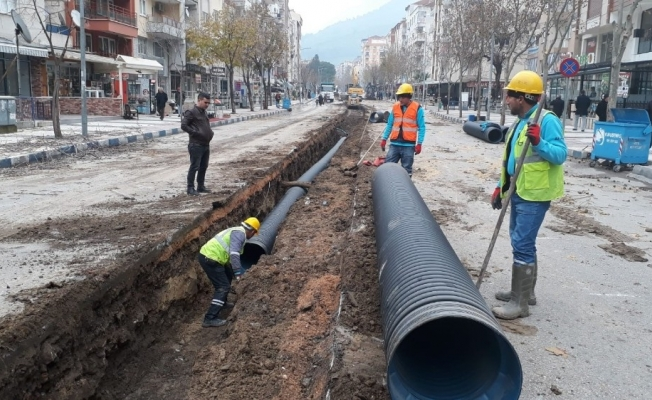 İzmir Caddesi'ne yağmursuyu hattı döşendi