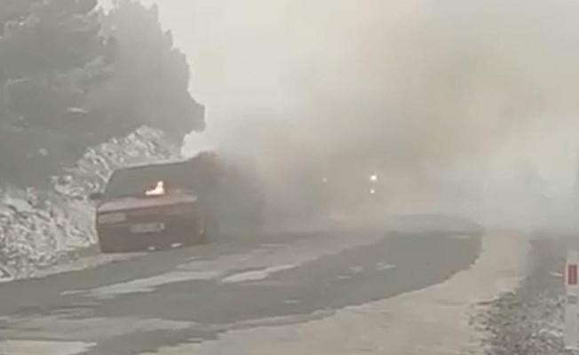 Manisa Spil Dağında araç yangını