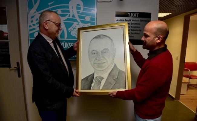 Başkan Ergün'e kara kalem portre
