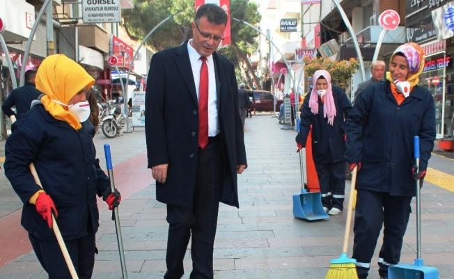 Alaşehir'de kadın çöpçüler işbaşında