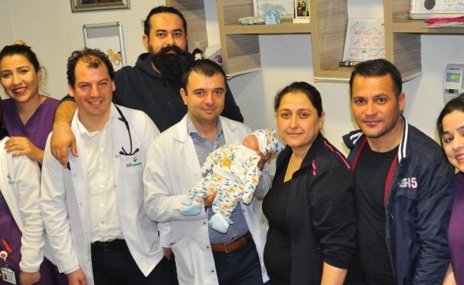 Bebeğe doktorun adı verildi