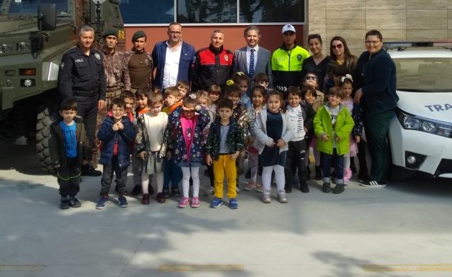 Kelebekler Diyarı Anaokulu Polis Haftası'nı kutladı
