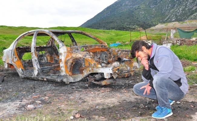 (Özel) Suriyeli gencin otomobiliyle birlikte tüm birikimi de kül oldu