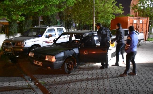 Turgutlu'da otomobile ateş açıldı: 1 yaralı