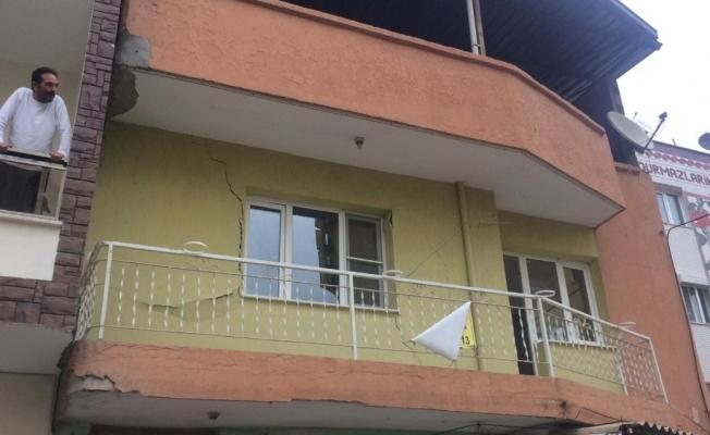 Turgutlu'da yıkılma tehlikesi olan bina boşaltıldı
