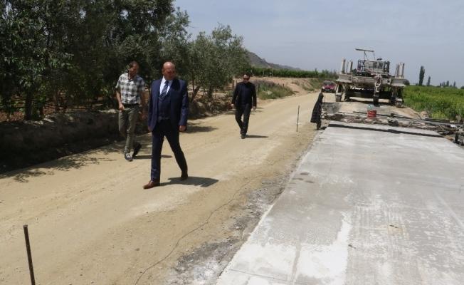 Manisa'da asfalt yol yerine beton yol