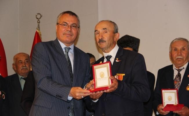 Kıbrıs Gazilerine madalyaları takdim edildi