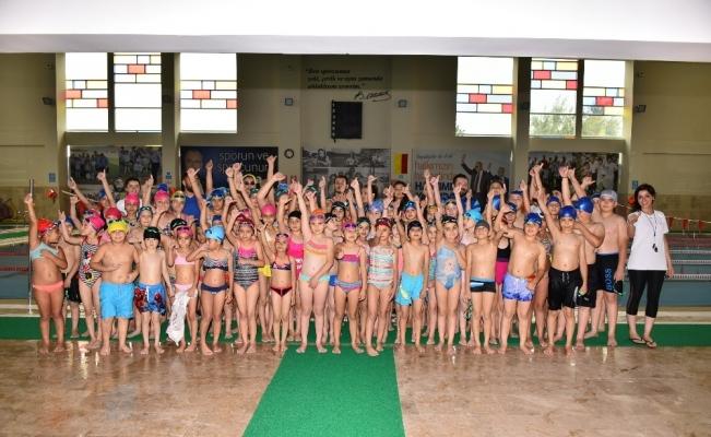 Salihli'de yüzlerce çocuk yüzmeyi öğrenecek