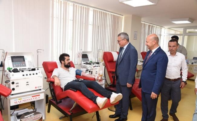 Vali Deniz kan bağışının önemine dikkat çekti
