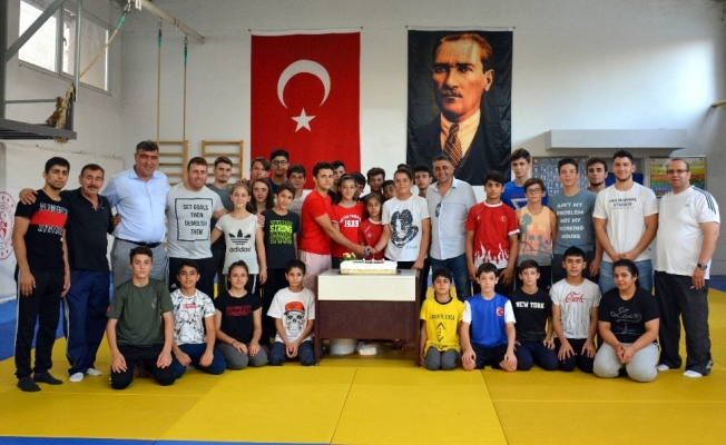 Başarılı judocular ödüllendirildi
