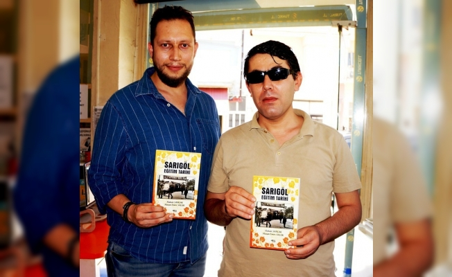 Görme engelli Türkçe öğretmeninden geleceğe ışık tutacak kitap