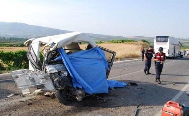 Manisa'da feci kaza: 6 ölü, 22 yaralı
