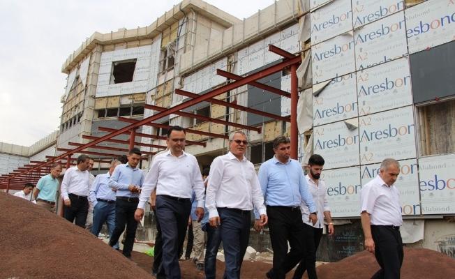 Vali Deniz hastane inşaatını inceledi