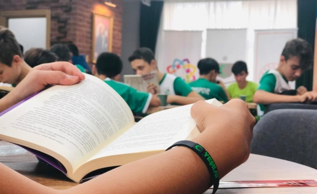 Yeşil sahanın gençleri kitaba doydu