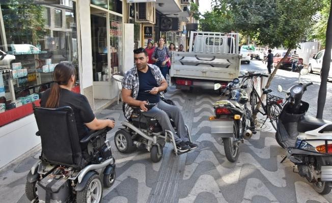 Engelli vatandaşlardan kaldırım işgaline duyarlılık çağrısı