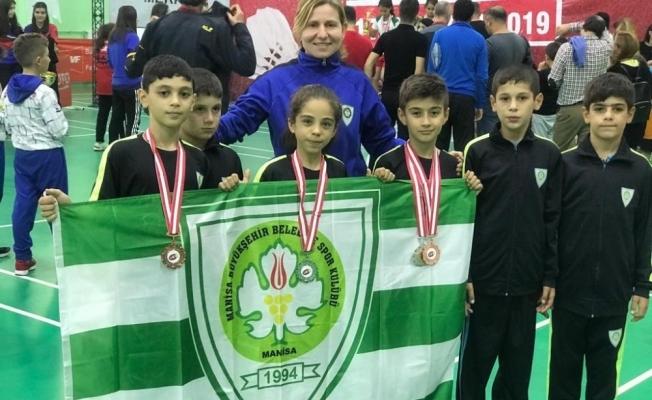 Manisa Büyükşehir Badminton Takımı derecelerle döndü