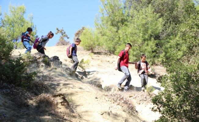 (Özel) Manisa'da 5 kardeşin okula gitmek için zorlu mücadelesi
