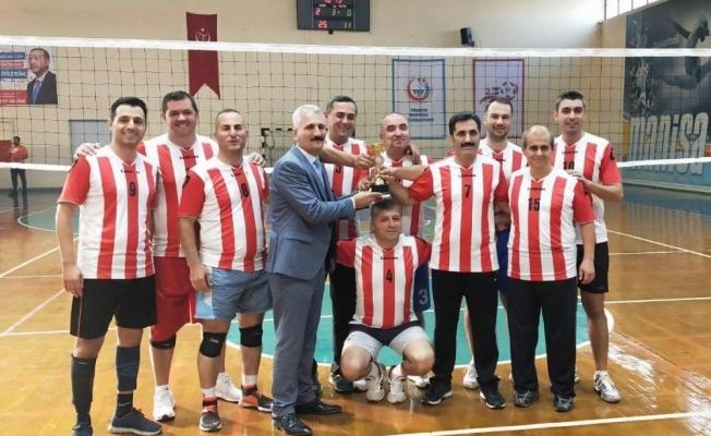 Salihlili öğretmenler namağlup Manisa şampiyonu