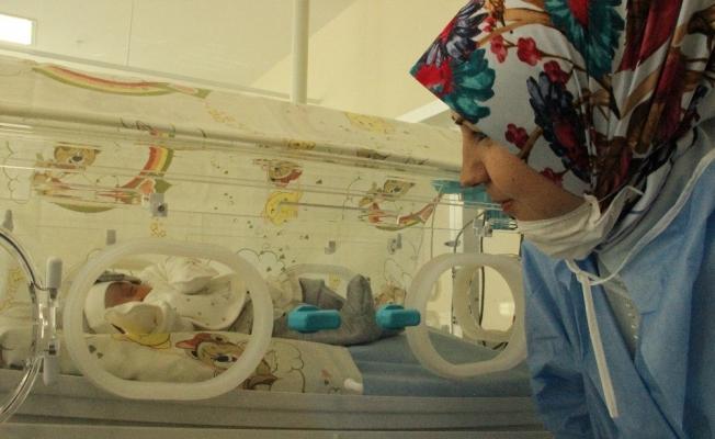 29 haftalık doğan bebek hayata tutundu