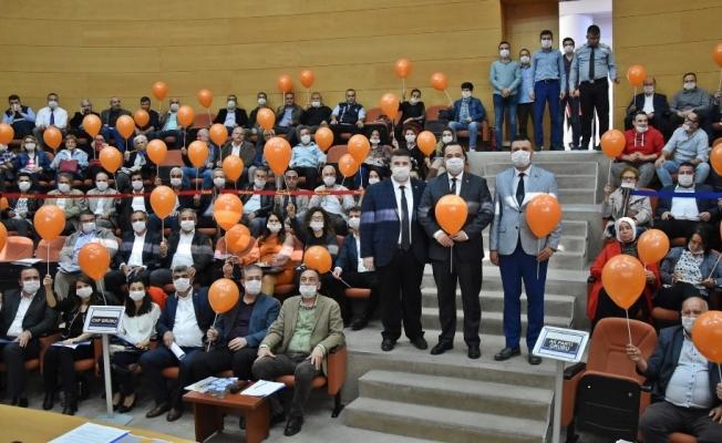 Belediye başkanı ve meclis üyeleri toplantıya maskeyle katıldı