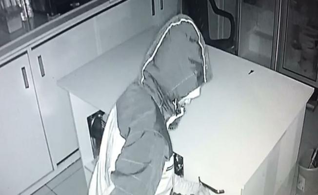 Kantindeki hırsızlık girişimi kameraya yakalandı