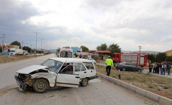 Kula'da sanayi kavşağında kaza: 1 yaralı