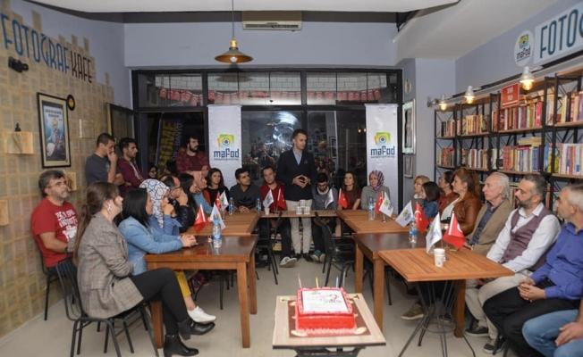MAFOD üyeleri derneğin ikinci yaşını pasta keserek kutladı