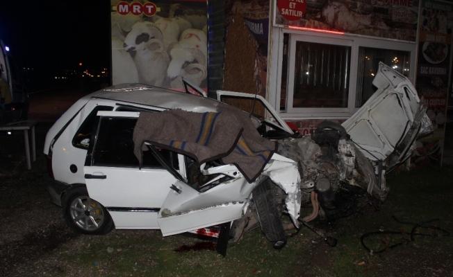 Manisa'da otomobil tıra arkadan çarptı: 1 ölü, 1 yaralı