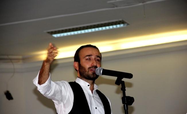 Ses sanatçısı Uzgidim memleketinde ilk konserini verdi