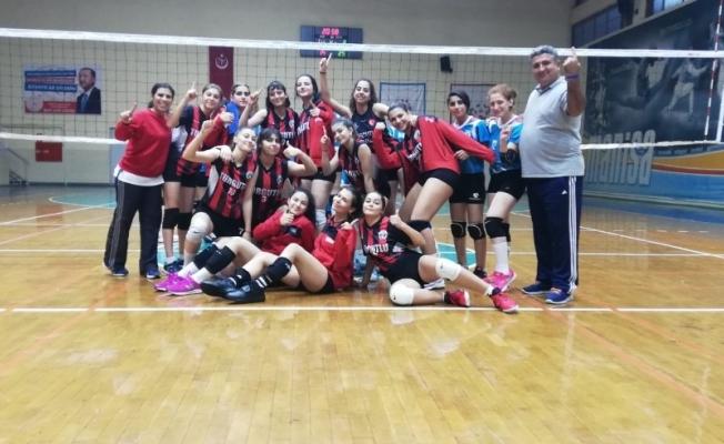 Turgutlu Belediyespor voleybol takımı genç kızlar il birincisi oldu