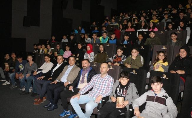 İlk defa sinemaya giden öğrenciler 'Naim Süleymanoğlu'nu izledi