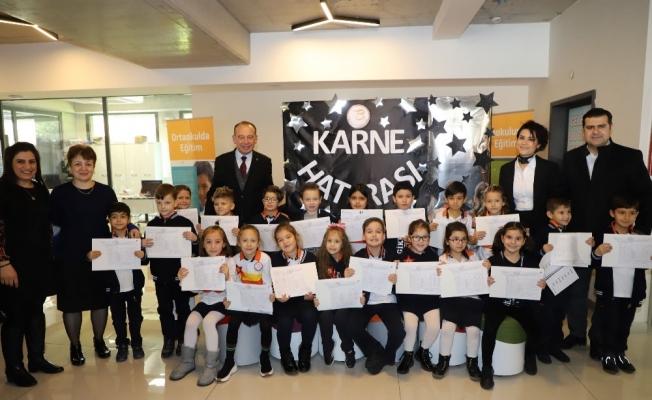 Başkan Akın'dan öğrencilere karne hediyesi