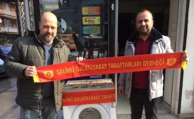Galatasaraylı taraftarlardan Çocuk Evlerine çamaşır makinası
