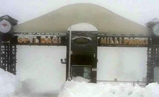 Kar nedeniyle Spil'e 2 gündür ulaşım kapalı