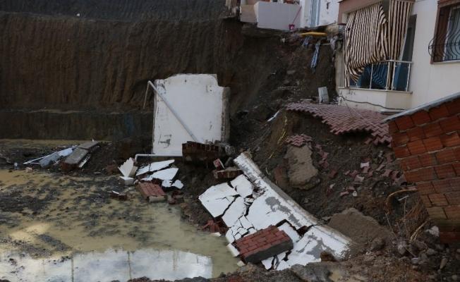 İnşaat çalışması sırasında kayan iki bina paniğe neden oldu