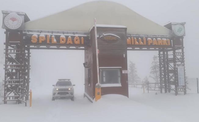 Spil Dağı'nda yoğun kar yağışı