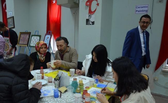 Yabancı öğrenciler Türk el sanatlarını öğrendi