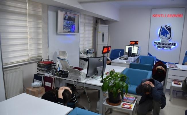 Yunusemre'de deprem tatbikatı gerçeği aratmadı