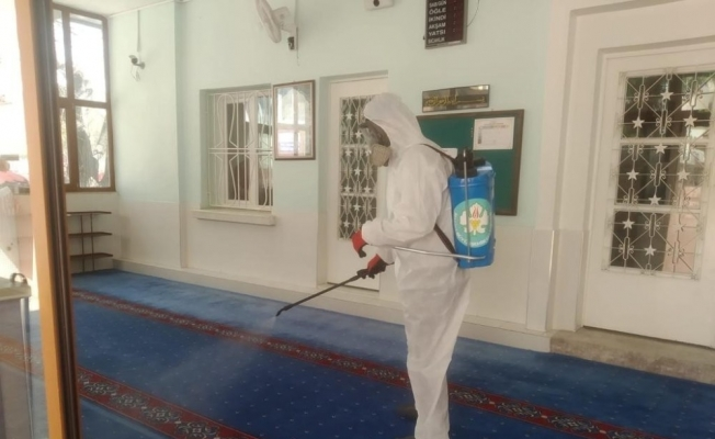 Camilerde ve pazar yerlerinde dezenfekte çalışmaları devam ediyor