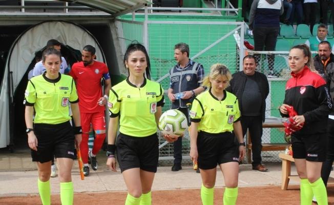 'Kadınlar Günü'nde maçı kadınlar yönetti