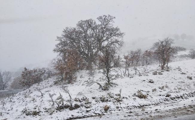 Kula'nın yüksek kesimlerinde kar yağışı etkili oluyor
