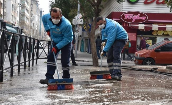 Manisa'nın cadde ve sokakları yıkanıyor