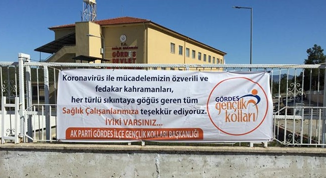 AK Parti'li gençlerden sağlık çalışanlarına destek