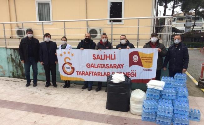 Salihli'deki sarı kırmızılılar sağlık çalışanlarını unutmadı