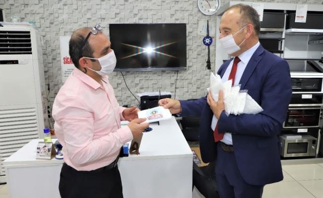 Başkan Akın'dan Bayram tebriği ve maske hediyesi