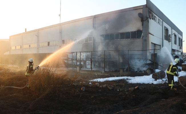 Manisa'da atık depolama tesisinde korkutan yangın