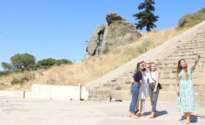 Ağlayan Kaya doğal anıtı çöp yığınına döndü