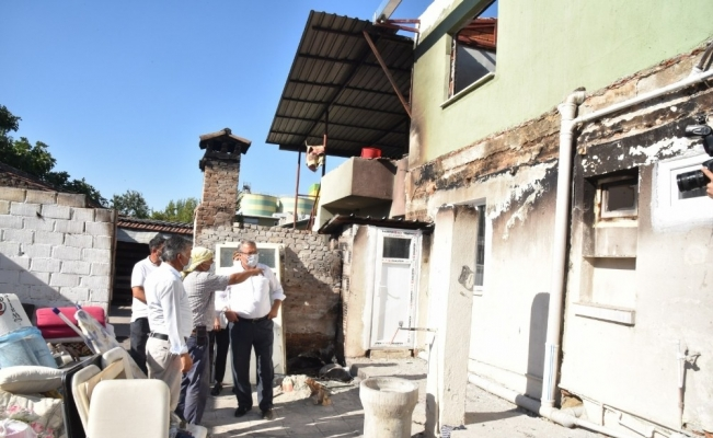 Evi yanan iki aileye Yunusemre Belediyesi sahip çıktı