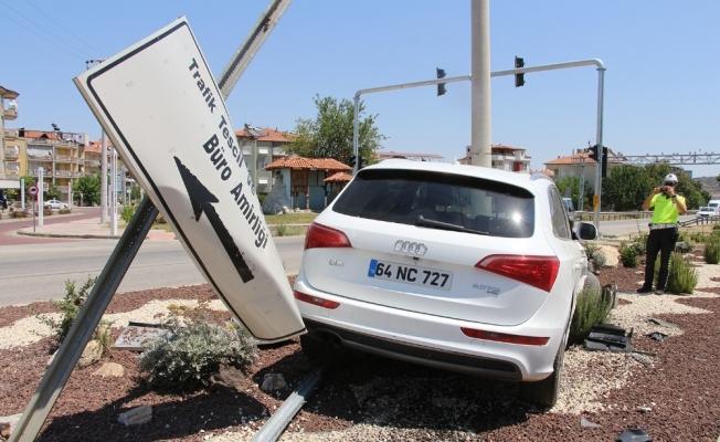 Kaza yapan otomobil ters şeritte 150 metre savruldu: 3 yaralı