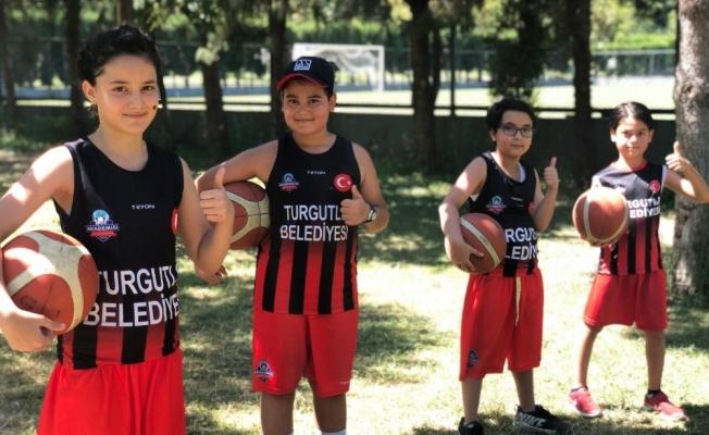 Turgutlu'da çocuklar sporla büyüyor